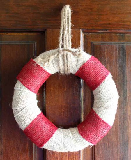 Make this DIY burlap wreath that looks like a life preserver! Perfect for summer and beach themed decor!