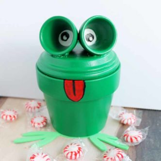 Frog Craft: Painting clay pots to look like a frog! Makes a great candy dish!