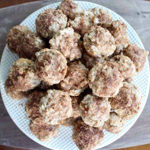 Cinnamon apple muffins recipe! A healthy breakfast mini muffin!