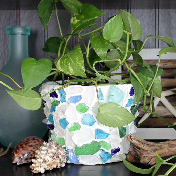 Make these decorative flower pots with sea glass for your home! A simple craft that will look great in your home!