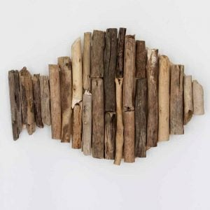 Make driftwood wall art for your beach home decor! A quick and easy project that is perfect for a nautical themed home!