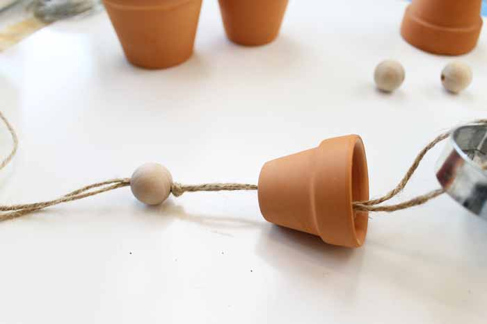 Make these homemade wind chimes from clay pots! An easy craft for your summer garden!