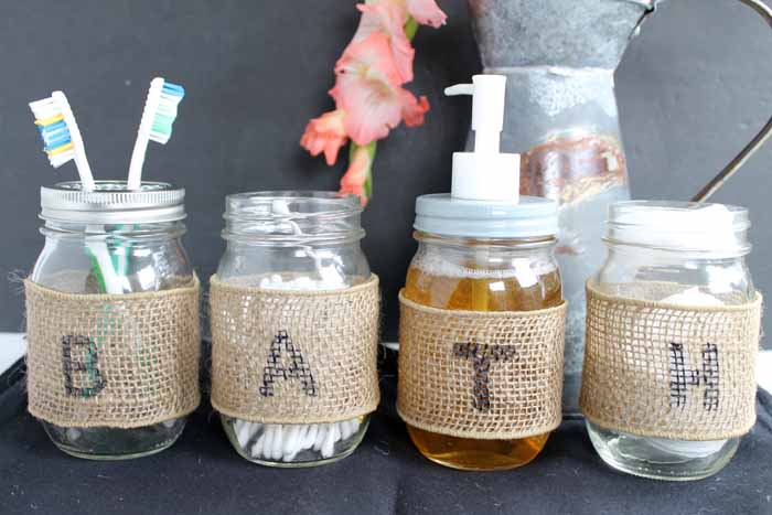 Make a mason jar bathroom set with burlap in this quick and easy tutorial!