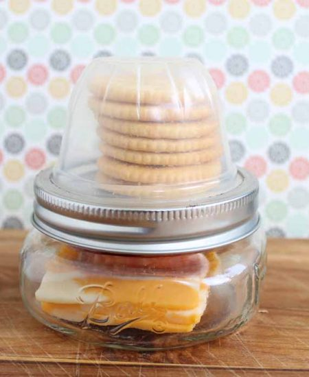 Make these mason jar lunchables to take with you anywhere! Perfect for school!