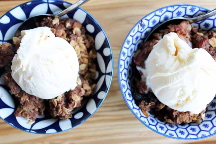 Make this slow cooker apple crisp recipe!