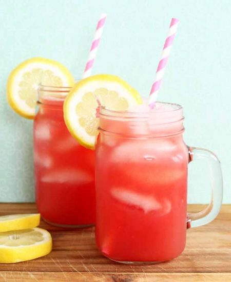 Make a glass of watermelon lemonade this summer! An easy recipe that you will love!