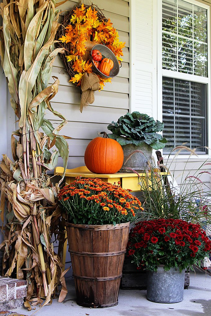 Outdoor Fall Decorations with Farmhouse Style - The ... on Backyard Garden Decor id=37099
