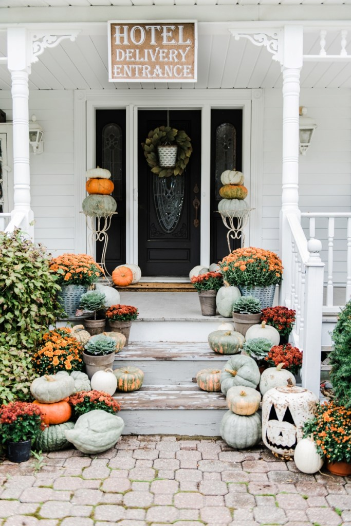 Easy Outdoor Fall Decor Inspiration - The Country Chic Cottage on Backyard Garden Decor id=68837