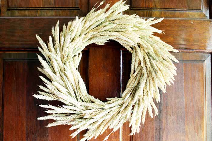 How to make your own Fall wheat wreath for your front door.