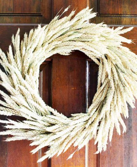 Make a wheat wreath this fall for your farmhouse style home!