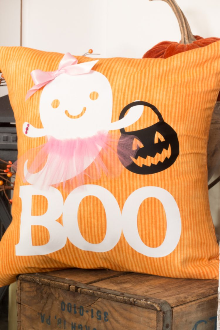 Quick and easy Halloween crafts with the Cricut!
