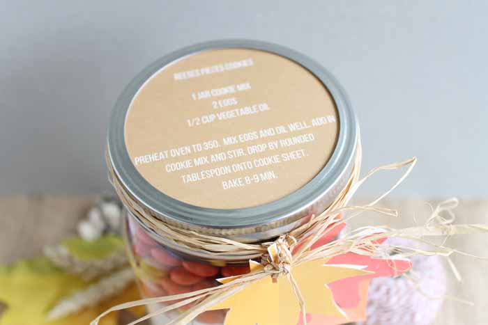 This printable recipe card for Reeses Pieces cookies fits perfectly on the lid of the mason jar