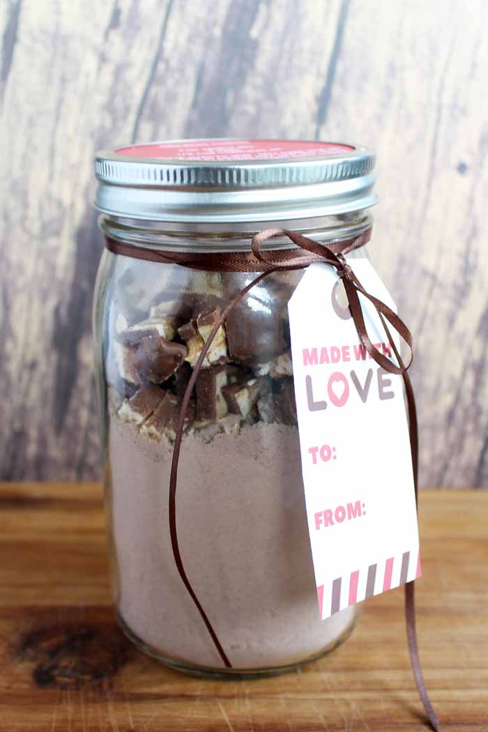 Make these Snickers cookies for anytime of the year! Free printable tag to make this a unique gift in a jar!