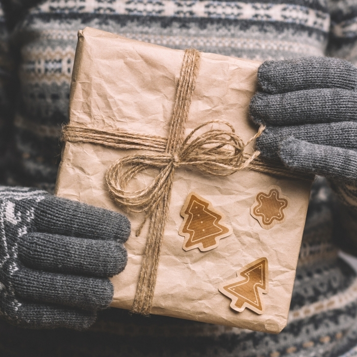 Handmade gifts for everyone on your Christmas list! Over 100 ideas!