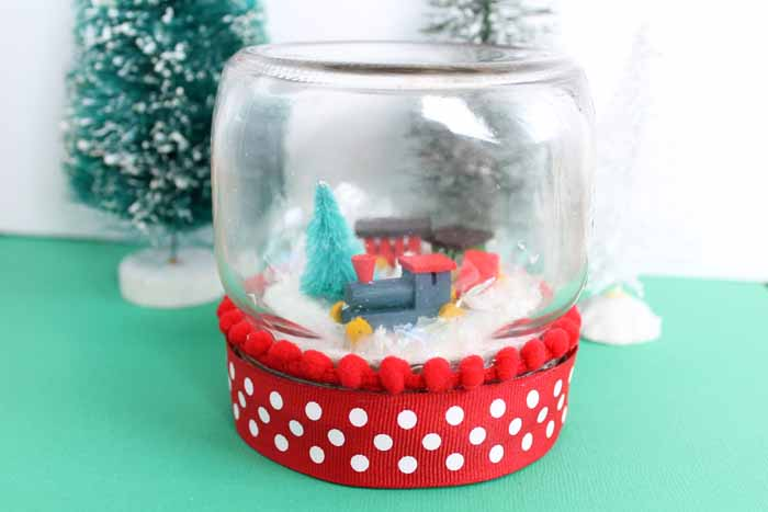 Add this jar snow globe to your Christmas decor this year!