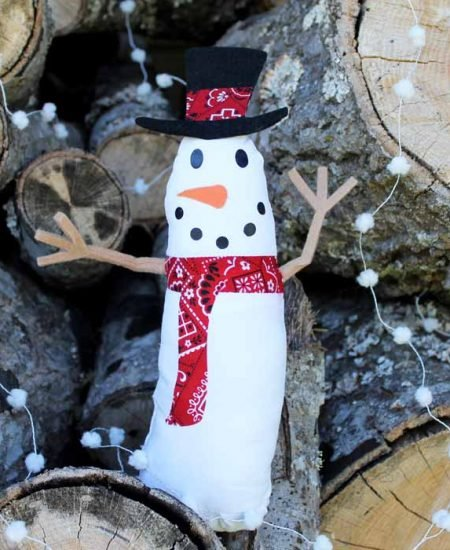 Make this cute snowman for your home decor this Christmas! Great project with your Cricut Maker!