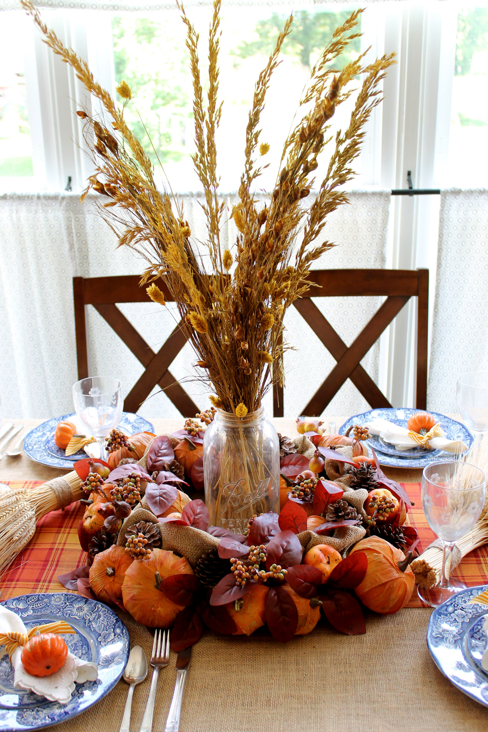 Diy Thanksgiving Decorations For Your Table The Country