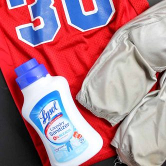 How to get body odor out of clothes. An easy method for all of those sports and work out clothes!