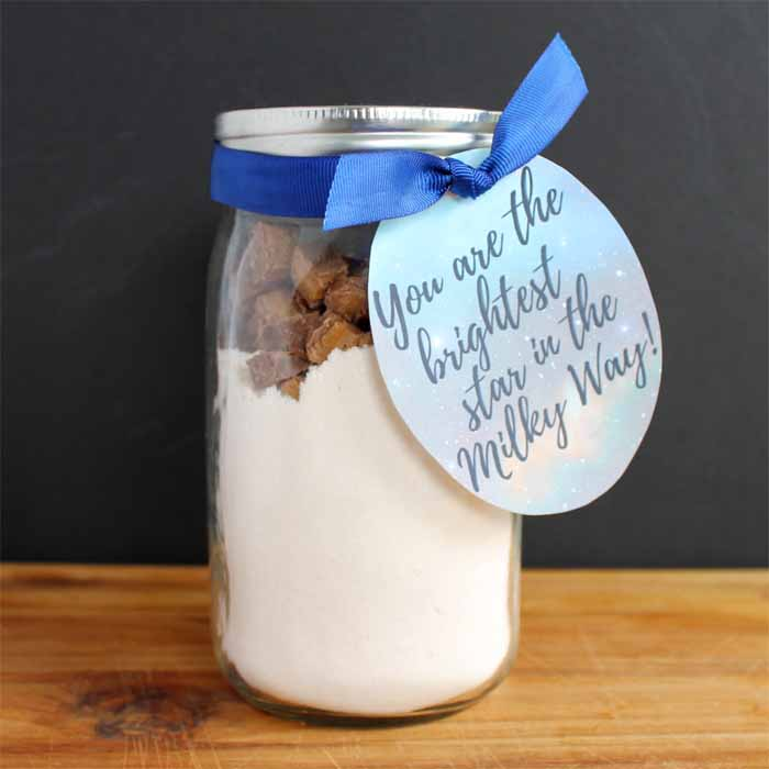 Milky Way Cookies - make these cookies or give as a gift in a jar! Free printable tags as well!
