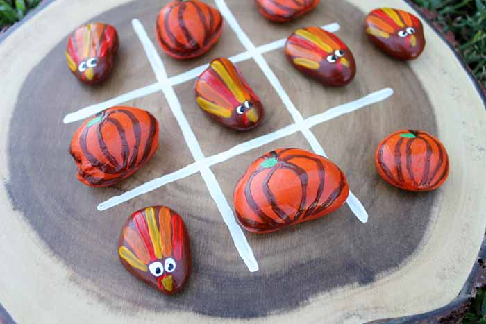 This painted rocks tic tac toe game is perfect for the kids' table at Thanksgiving!