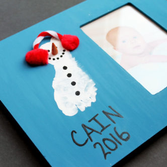 Baby photo frames: Make this footprint frame as a gift for Christmas!