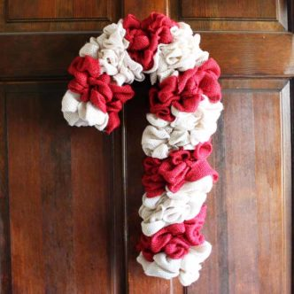 Make this candy cane wreath from two colors of burlap! An easy DIY wreath for Christmas!