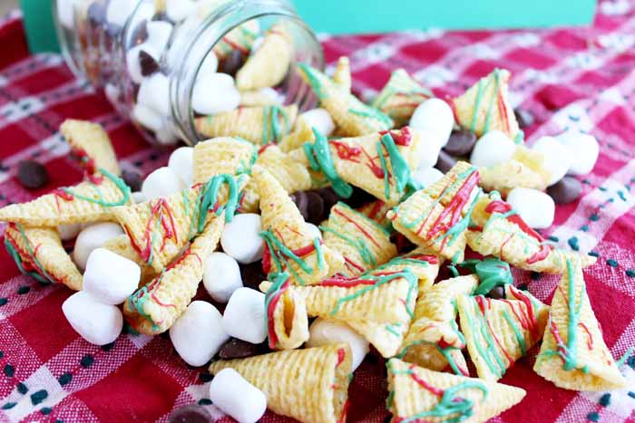 Make some Christmas crunch snack mix for your little ones this holiday season! Makes a great gift as well!