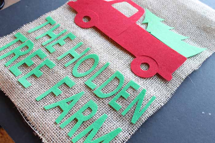 Make this Christmas flag for the holidays! Customize with your Cricut! A great project with burlap and felt!
