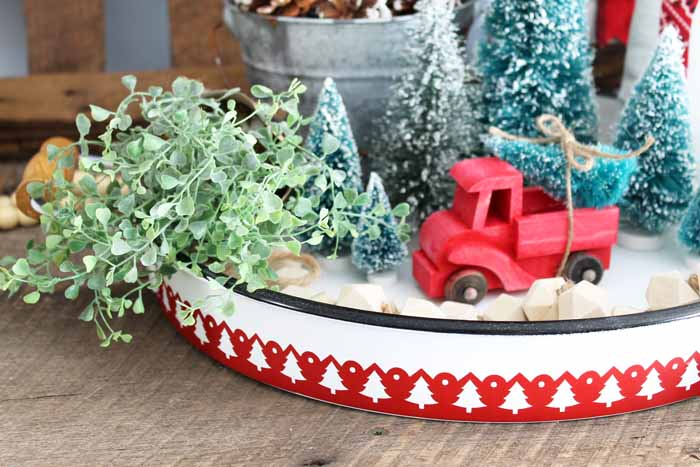 Looking for Christmas tableware? Try making this Christmas tray by cutting vinyl with your Cricut! A quick and easy holiday project!
