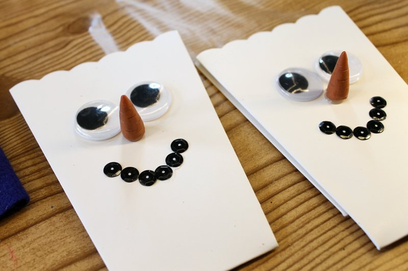 Make these preschool snowman craft with your little ones. Fun popcorn boxes that can then be used to serve up treats!