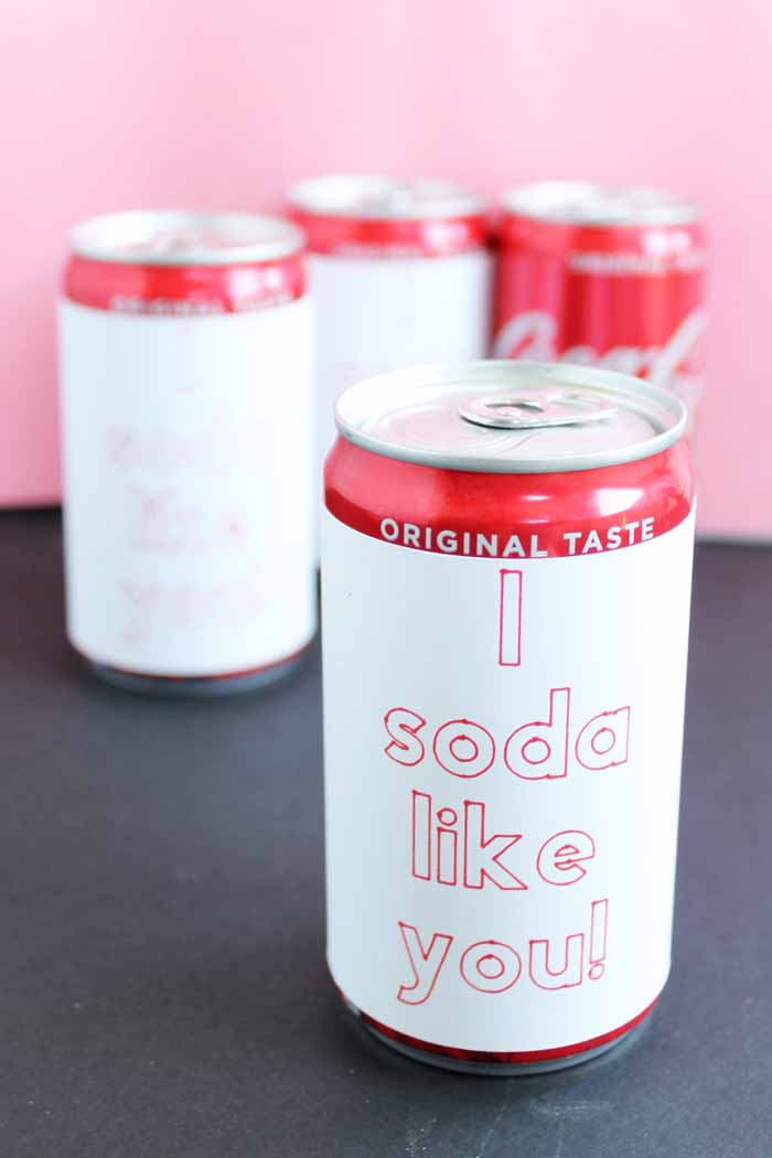 mini soda cans with paper wrapped around that reads i soda like you
