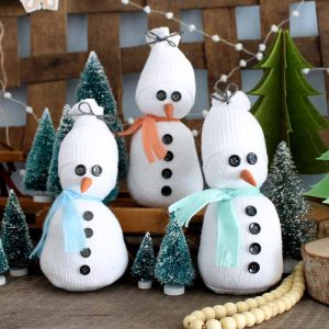 Make a sock snowman! This quick and easy craft is perfect for those single socks!
