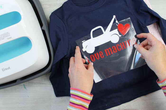 Make Valentine shirts with this easy DIY project! Your Cricut and some vinyl is all you need!