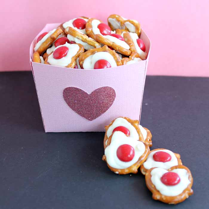 Easy Valentine's Day snacks that anyone can make! Plus instructions on how to make that easy treat box with your Cricut!