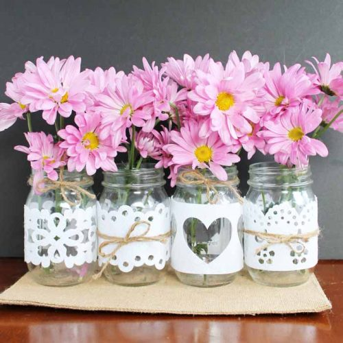 Make wedding mason jars by just cutting felt! Quick, inexpensive, and oh so pretty!