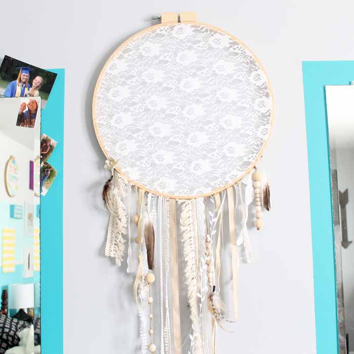 Make a white dream catcher for any room! Perfect for teens! A shabby chic dreamcatcher that anyone would love!