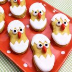 Make an Easter chick for your dessert this year! A quick and easy Easter dessert idea that the kids will love!