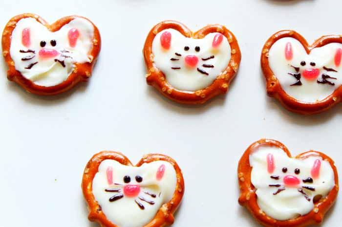 These Easter treats are quick and easy to make! Whip up some bunny pretzels for your kids today!