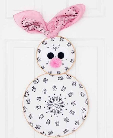 An easy DIY Easter wreath! Turn a few bandannas into an Easter bunny wreath for your front door!