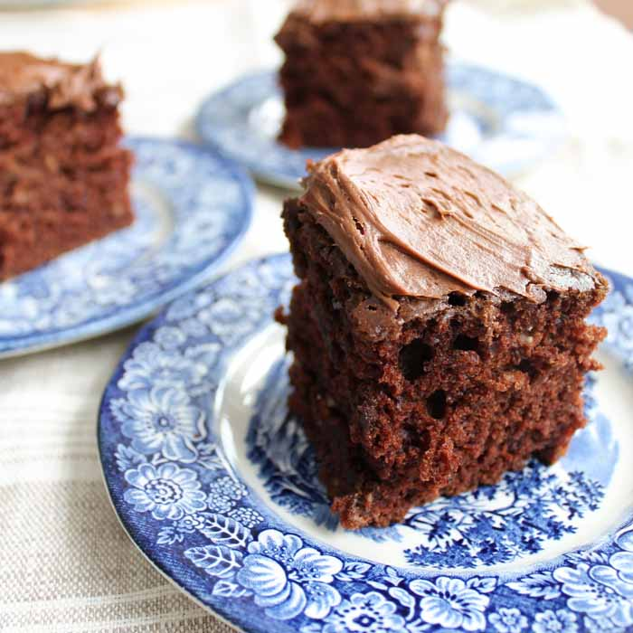 Make this eggless chocolate cake recipe for your family! A wacky cake recipe that has no eggs or milk!