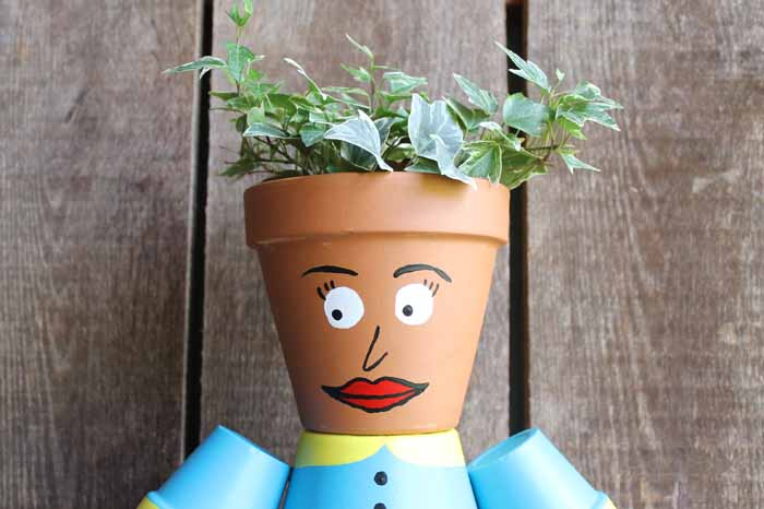 Make flower pot people for your garden this summer! This cute clay pot lady is so easy to make!