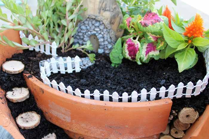 adding a fence to a fairy garden