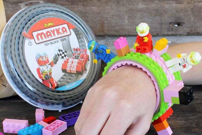 Love Lego crafts? Try making this building block bracelet with Mayka tape! So quick and easy and perfect for kids that love Lego bricks!