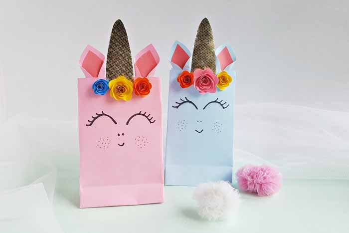 These unicorn party bags are perfect for parties! Fill with candies and toys for a magical treat