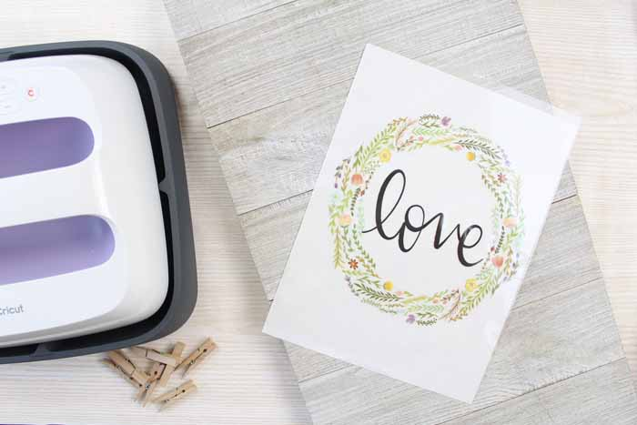Make this clothespin picture frame in minutes with your Cricut Wisteria EasyPress and the Cricut Iron On Designs. Super simple and oh so pretty! A great addition to your rustic decor!