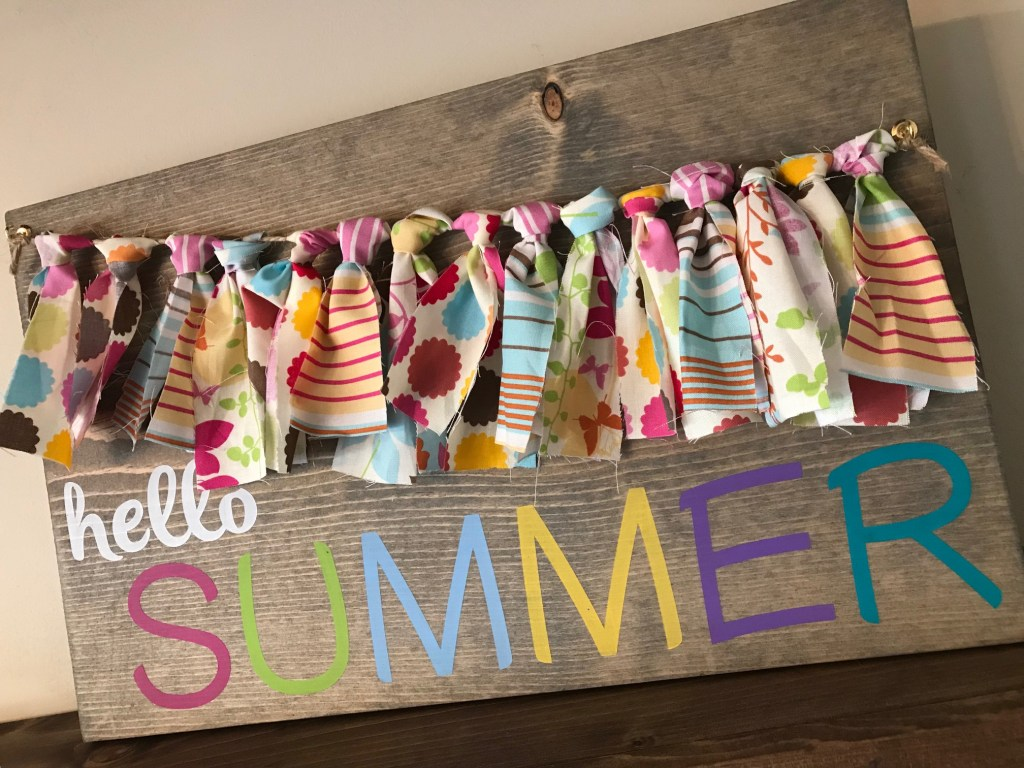 Quick and easy wood crafts including this summer sign with scrap fabric bunting banner.