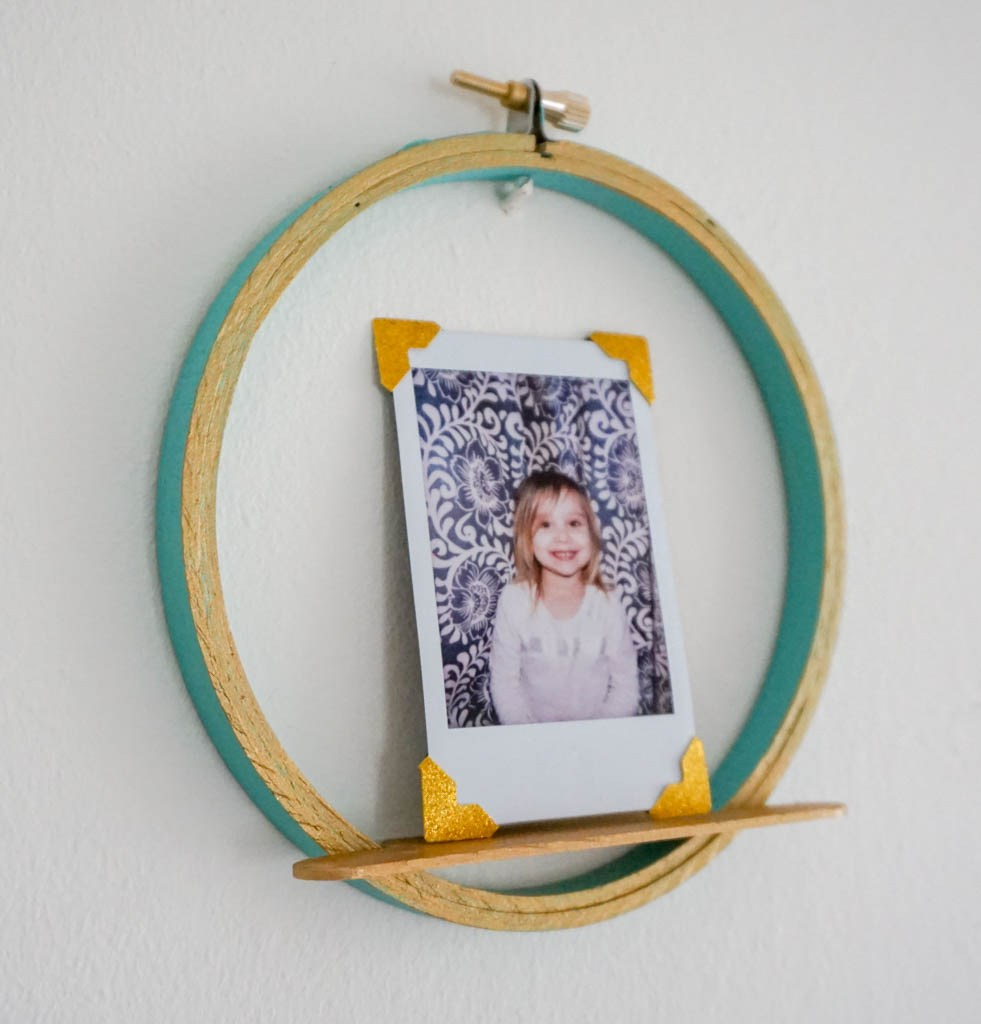 quick and easy crafts photo display embroidery hoop craft idea
