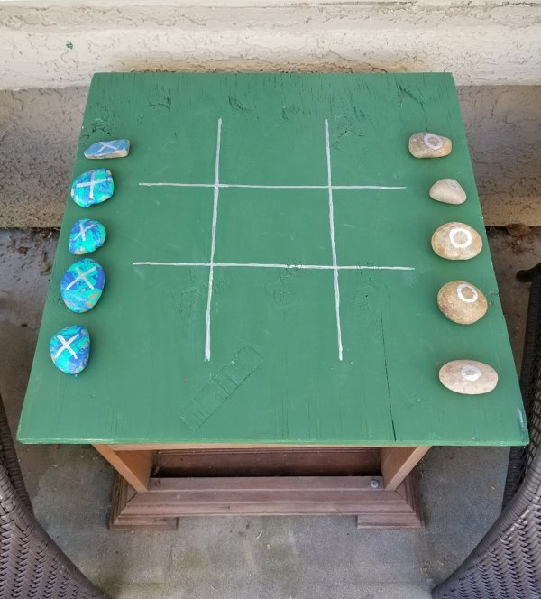 quick and easy wood crafts including this outdoor tic tac toe game