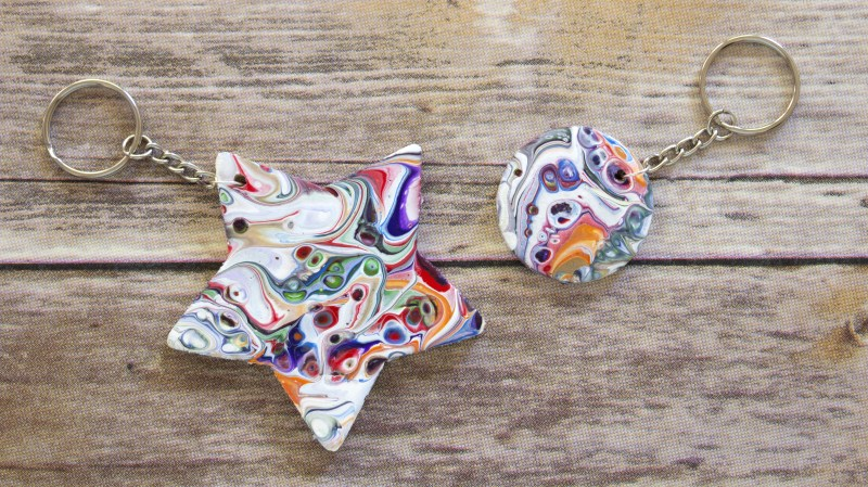 quick and easy crafts marbled paint keychains