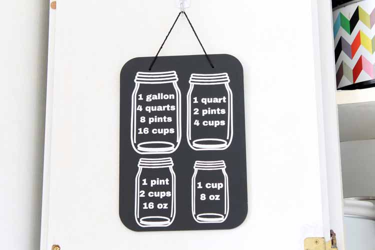A cooking conversion chart that you can easily make with your Cricut machine. Add to the back of the cabinet doors in your kitchen! Cut mason jar decor!